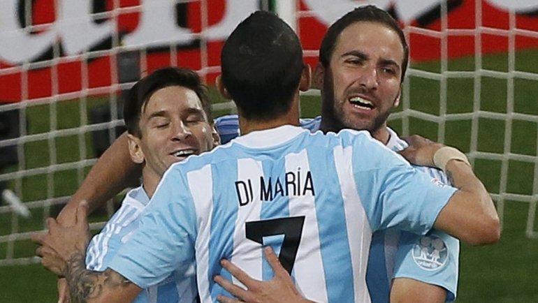 Con un gol de Higuaín, Argentina derrota a Jamaica y se asegura la cima del Grupo B
