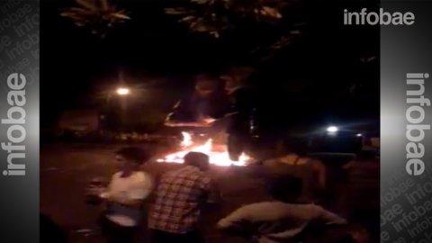Un vecino platense difundió por Youtube un video de la quema de los muñecos de Scioli y Macri.