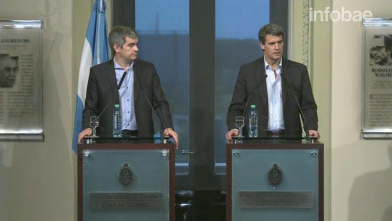 Marcos Peña y Alfonso Prat-Gay fueron los encargados de comunicar el anuncio