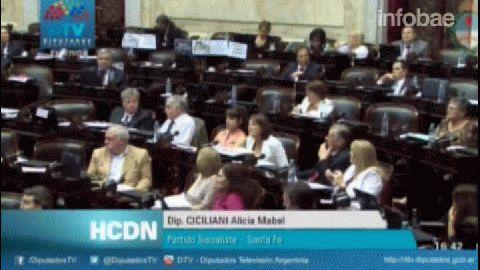 Victoria Donda Cruzó a Axel Kicillof en la Cámara de Diputados.