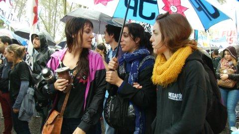 La fiesta K que apoyó a Cristina en Comodoro Py: (Periodista: Karina Deschamps / Cámara: Diego Barbatto / Edición: Agustina Klix)
